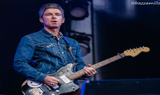20 Great Live Photos of Liam and Noel Gallagher