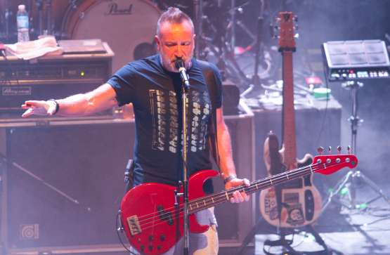 Peter Hook And The Light 10