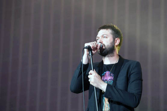 Kasabian perform on RAI and meet legendary Milan AC footballer