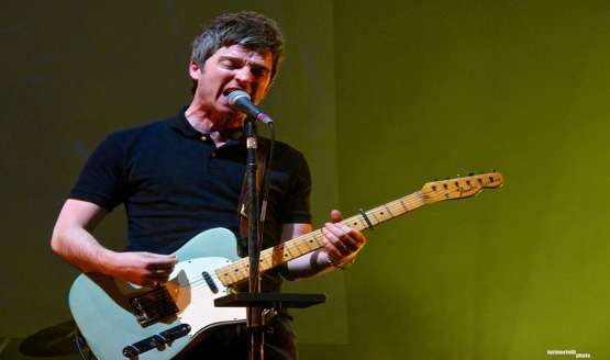 Former Oasis, Noel Gallagher played Le Zenith, París on March 12th ...